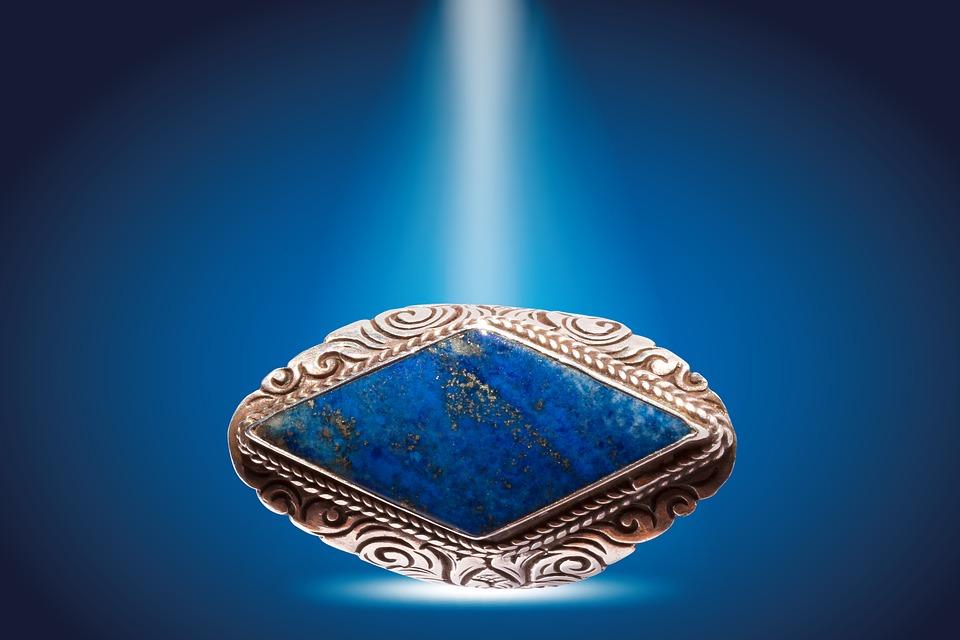 Les bijoux en lapis lazuli pour femmes