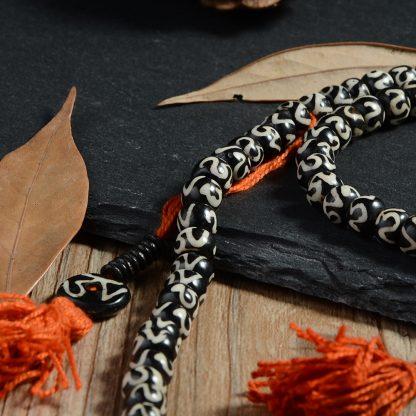Bracelet mala tibétain 108 perles en os de Yak peintes à la main