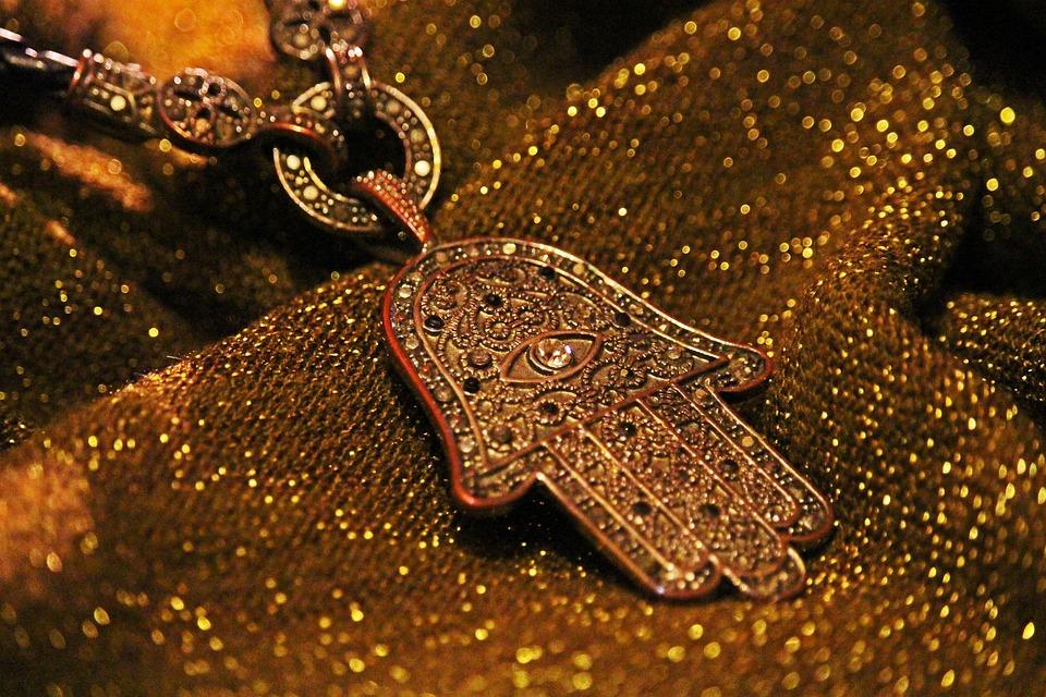 Le bracelet de protection main de Fatma
