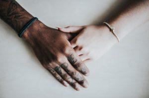 quel bras porter bracelet chakra