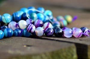 porter plusieurs bracelets pierres naturelles
