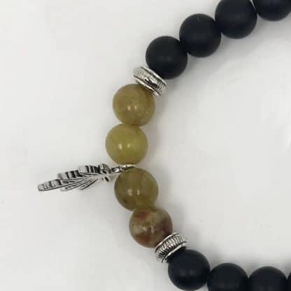 Bracelet serpentine et onyx - charme feuille de cannabis